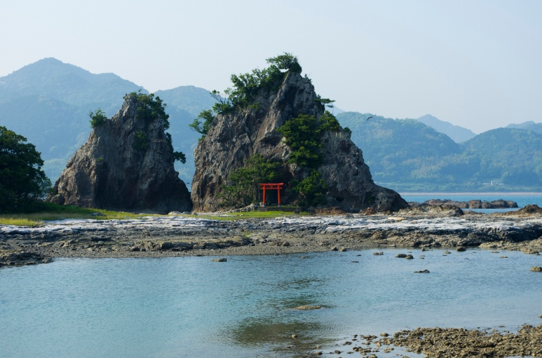 Little shrine in the Kii-Katsuura bay